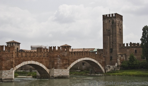Средневековый мост Скалигеров в Вероне