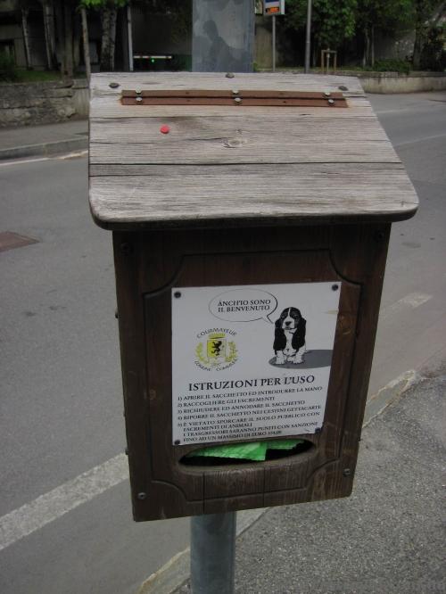 Скринька для собачих відходів :)