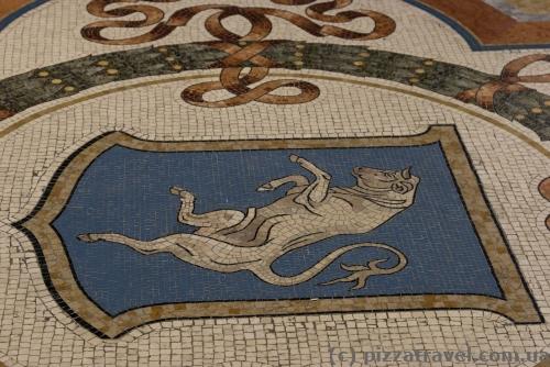 Мозаїка з биком у Мілані