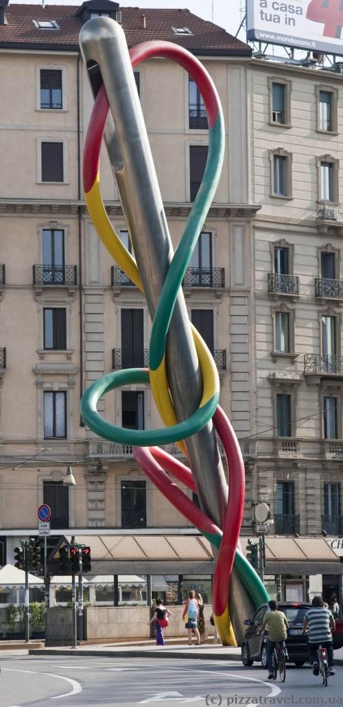 Скульптура в Милане - Иголка с ниткой и узелок