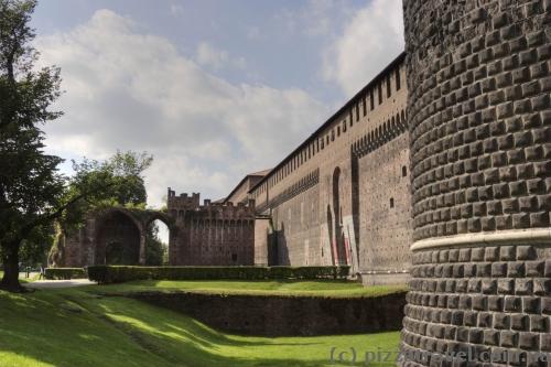 Замок Сфорца в Мілані