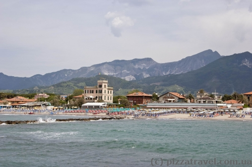 Пляжі в Марина ді Масса