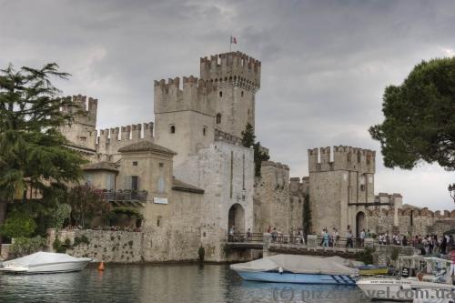Замок Сірміоне