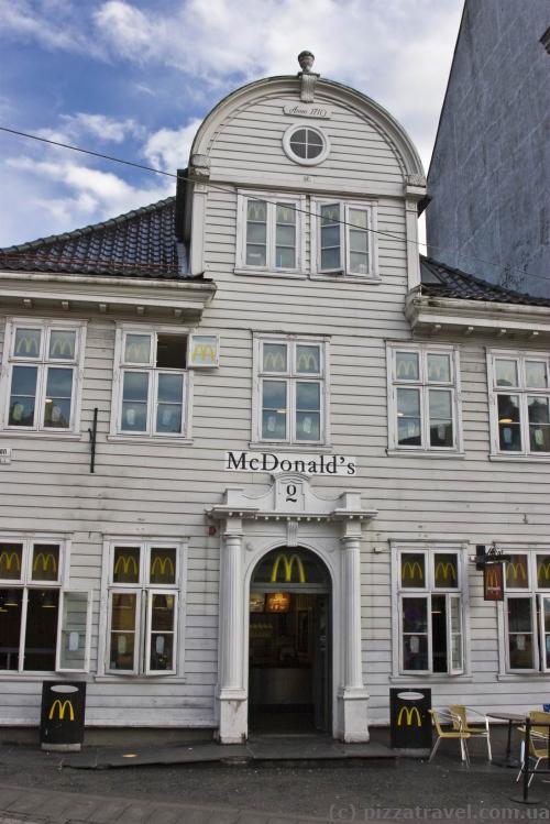 Деревянный МакДональдс в Бергене