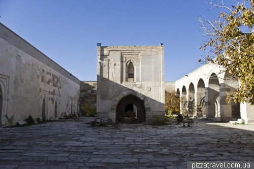 Caravanserai in Sutanhani