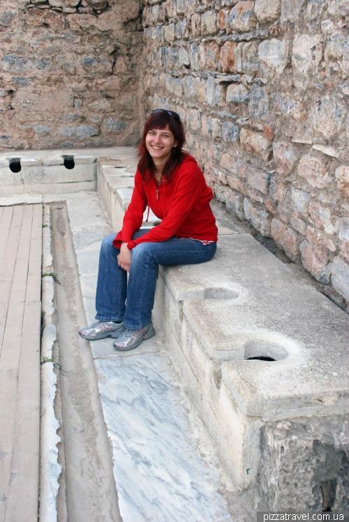 Туалет в Эфесе