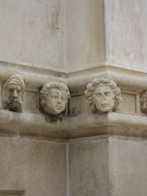 Скульптуры на соборе св. Иакова