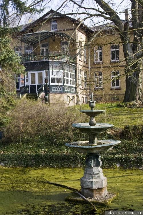 Зелений фонтан у саду Stiftsgarten в Айнбеку