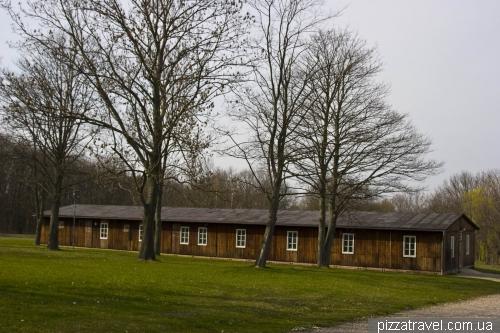 Дерев'яний барак в концентраційному таборі Бухенвальд