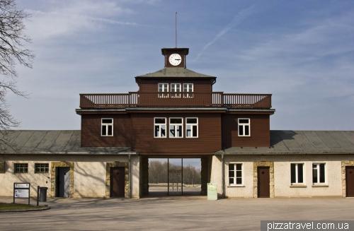 Знамениті ворота в концентраційному таборі Бухенвальд