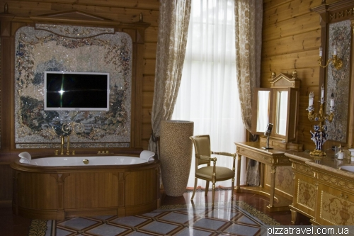 Bathroom of Yanukovych
