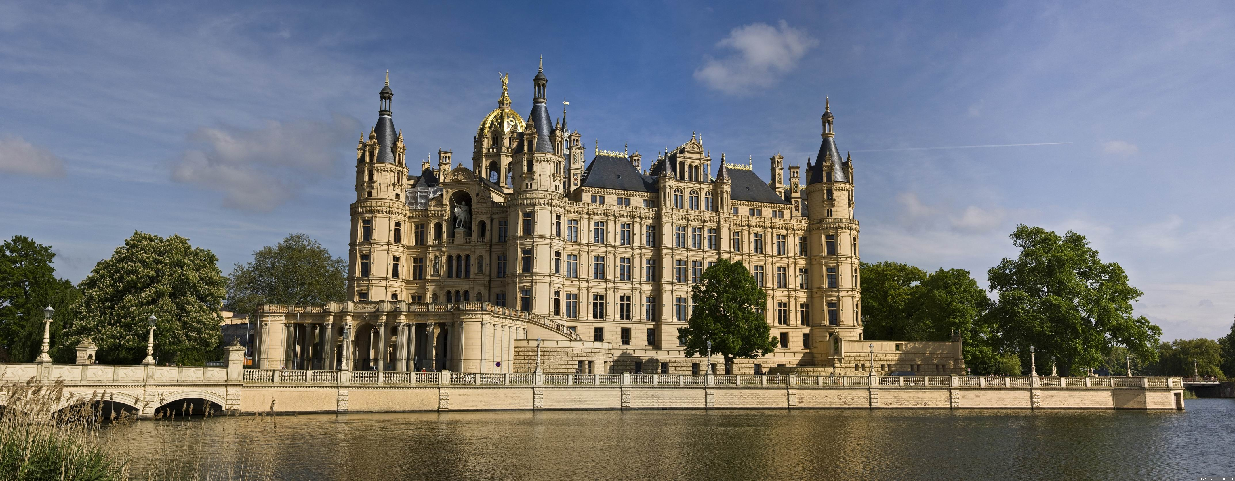 Schwerin_castle on Boat Houses On Lake