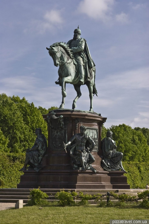 Monument to Friedrich Franz II