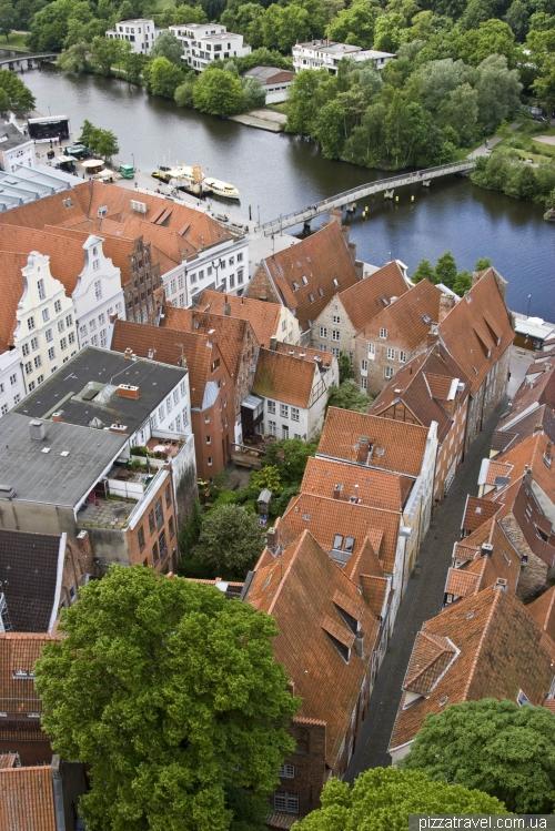 Старые кварталы около канала в Любеке