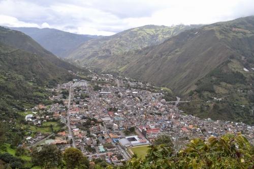 Вид на Баньос з оглядового майданчика Bellavista