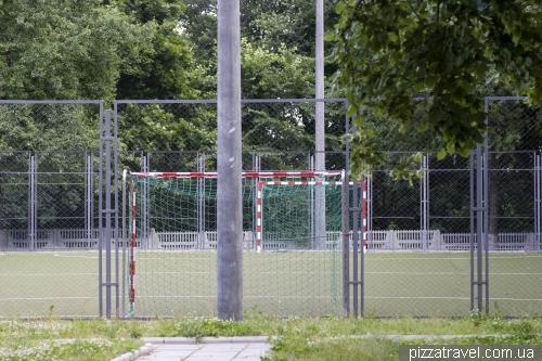 Спортивний майданчик біля школи