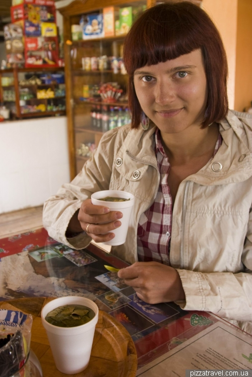 Перед подъемом пьем чай с кокой