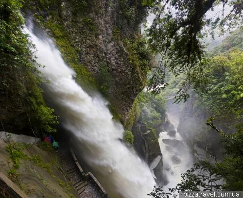 Pailon del Diablo waterfall