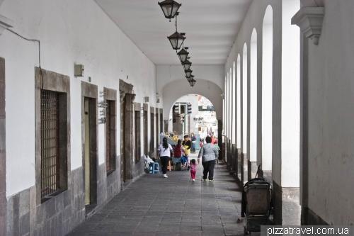 Аркады в центре Кито