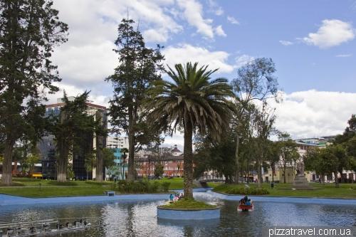 Парк Аламеда в Кито