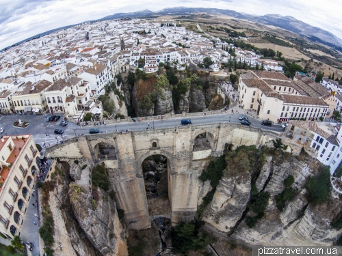 Ронда - незвичайне містечко в Іспанії