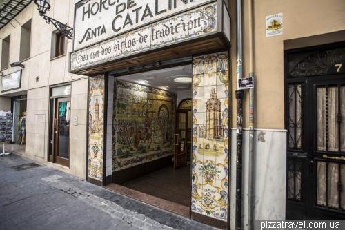 Как и везде в Испании, здесь много красивой  керамики