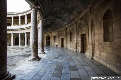 Палац Карлоса V в Альгамбре