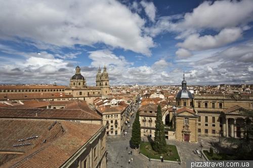 Вид на Plaza de Anaya і університетський собор