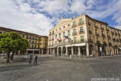 Главная площадь в старом городе Plaza Mayor