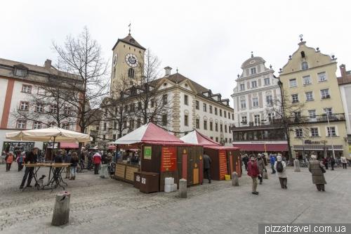 Ратушная площадь и Старая ратуша в Регенсбурге