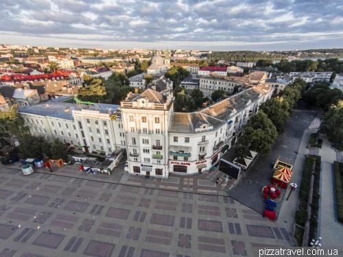 Будинки на Театральній площі