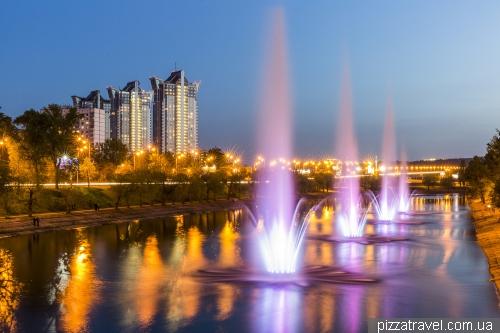 Світломузичні фонтани на Русанівському каналі