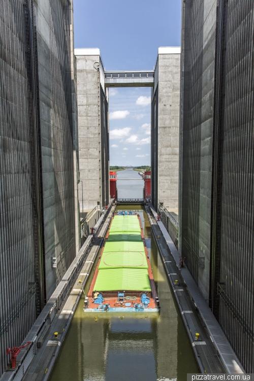 Ліфт для річкових суден в Шарнебеці