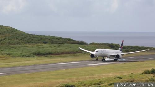 Boeing 787 Dreamliner landing on Easter Island