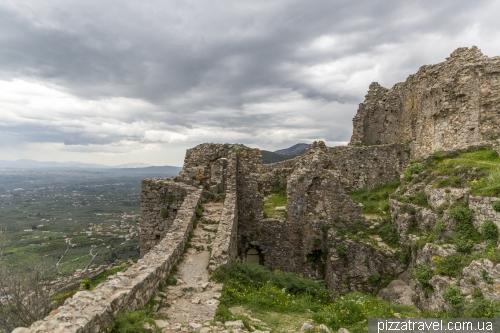 Покинуте місто і фортеця Містра