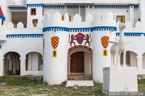 Сказочный замок в Агрили