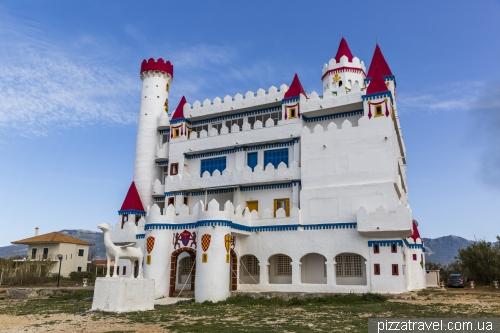 Казковий замок в Агрілі