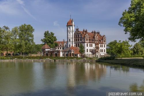 Замок Базедов (Schloss Basedow)