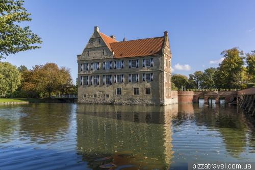 Замок Хюльсхоф (Burg Huelshoff)