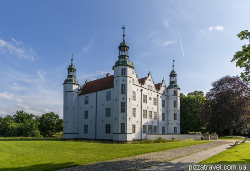 Замок Аренсбург (Schloss Ahrensburg)