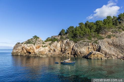 Deia Cove and beach (Cala Deia)