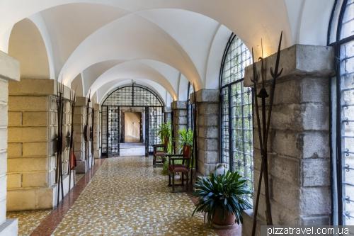 Замок Дуіно