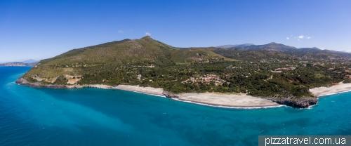 Пляжи Кала-дАрконте (Spiaggia Cala dArconte) и Капогроссо (Spiaggia di Capogrosso)