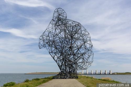 Exposure Statue