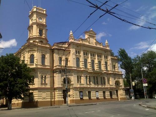Бывшая городская ратуша, теперь - художественный музей им. Шовкуненко