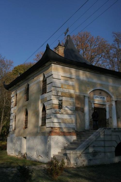 Китайский домик, где сейчас находится музей села Самчики.