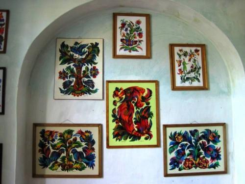 Работы учеников местной школы живописи