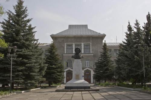 Monument to Pushkin and the House of Creativity for Children and Youth