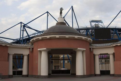 Единственное, что осталось от старого стадиона - эти ворота.
