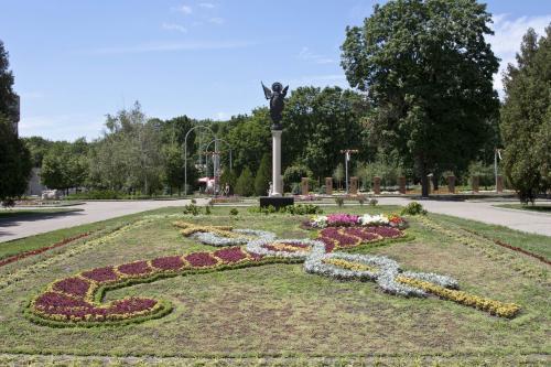 Памятник Архангелу Михаилу, подаренный Киевом
